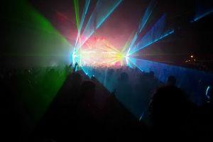 Nocna rywalizacja DJów